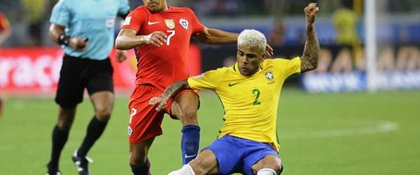 Alexis Sanchez vs Dani Alves -Chile vs Brazil, Alexis Sanchez vs Dani Alves, Chile vs Brazil, Paris Saint Germain, Ligue 1, Liga Prancis, Liga Inggris